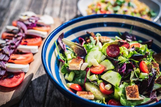 Lekker bij warm weer drie leuke tips voor een frisse salade in de zomer!