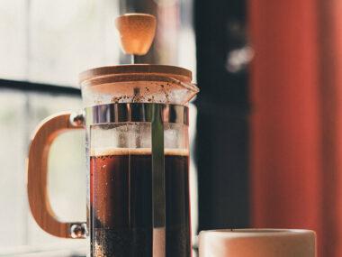 Hoe zet je koffie met een cafetière?